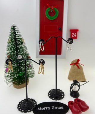 Glad fredag! Nu börjat julafton närma sig. Idag tipsar vår lilla Nisse om ett par snygga örhängen ifrån det danska märket Heiring.  Pris: 1165